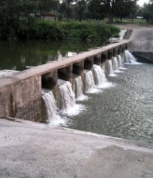 Small dam near Jatashankar temple (Pachmarhi Cantt, India)